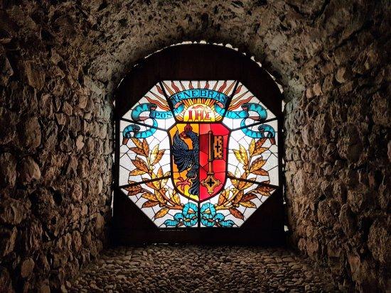 Thorens-Glieres, فرنسا: vitrail dans la salle des grades