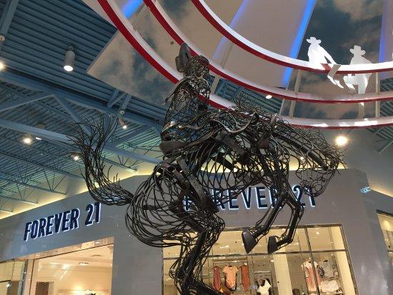 Balzac, Canada: Great Alberta-themed displays