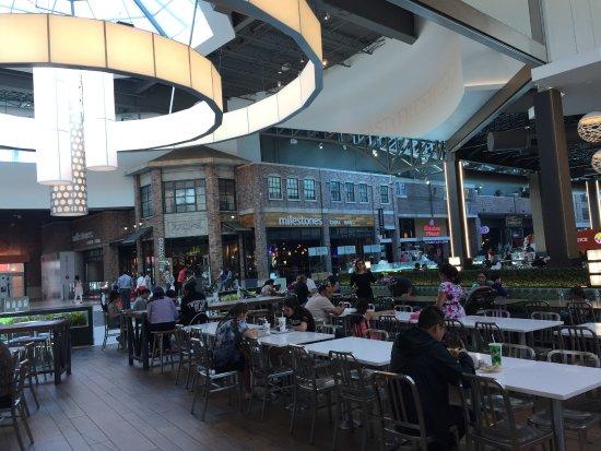 Balzac, Canada: Food court