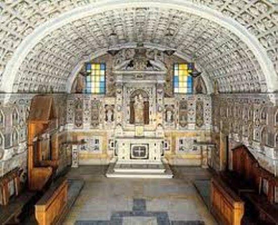 Chiesa Parrocchiale di S. Maria Assunta: Santuario ella Cattedrale i Cagliari. Sopra troneggia un belli/grandissimo MASCIONI