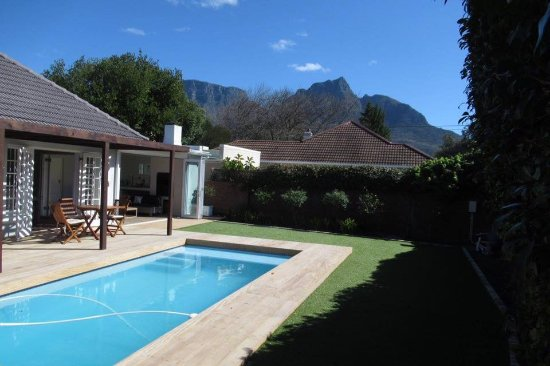 Rondebosch, South Africa: Pool with view of Table Mountain