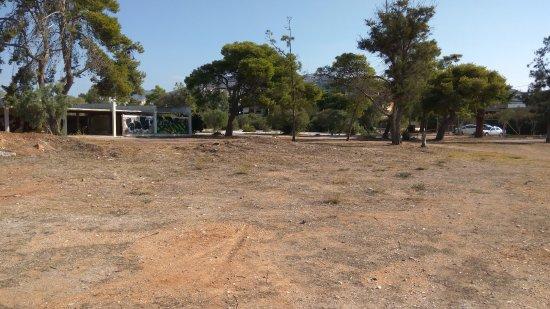Hotel Galini Palace : Заброшенная территория рядом