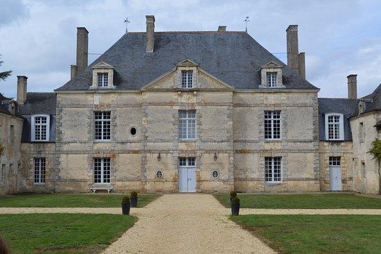 Latille, Frankrike: Logis principal et la cour d'honneur