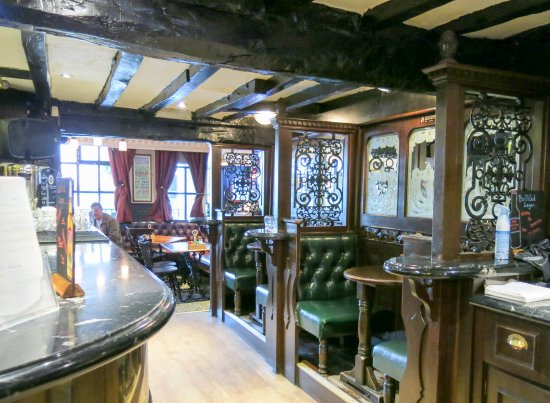 The Victoria Pub: Booths for intimate conversations