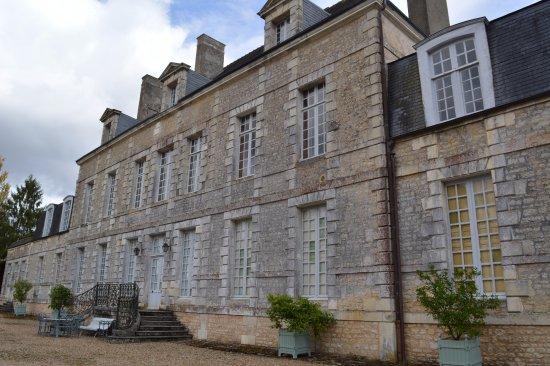 Latille, Frankrike: Façade du château donnant sur le parc