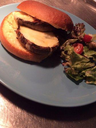 Boroughbridge, UK: Portabella mushroom burger on a brioche bun, all locally sourced