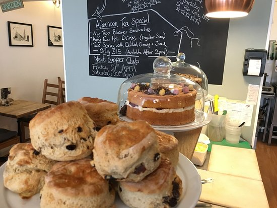 Surbiton, UK: Homemade Scones and Cakes