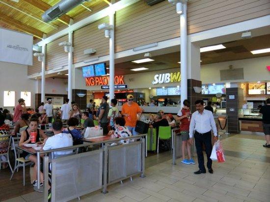 Las Vegas North Premium Outlets : 商店美食街
