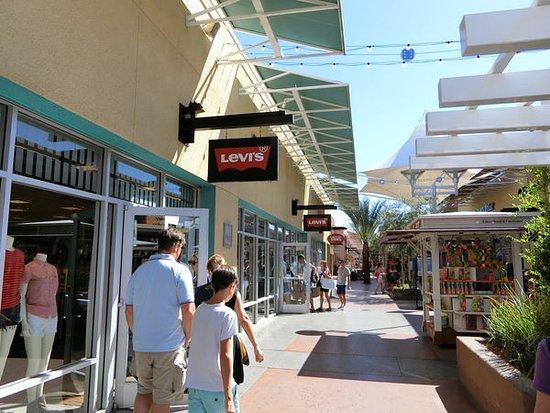 Las Vegas North Premium Outlets : outlet走道商店街