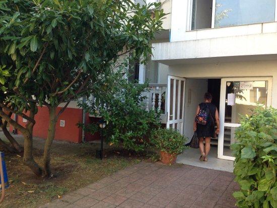 Bravo 1 Apartments: Godt skjermet terrasse/balkong......