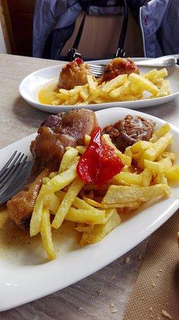 Infiesto, España: Cebollas rellenas y Pitu de caleya