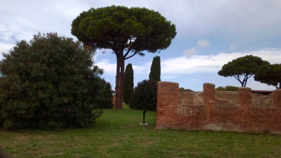 Остия-Антика, Италия: Ostia Antica in the middle of the nature