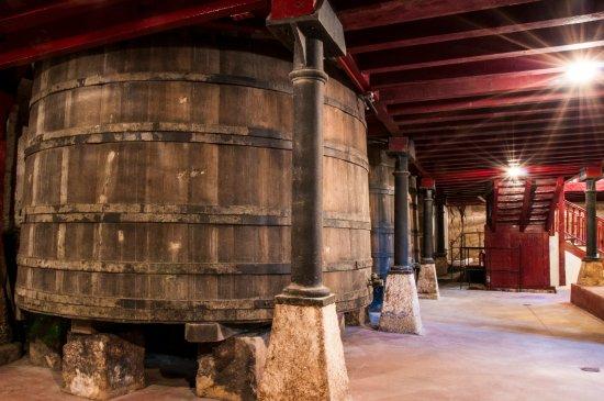 Haro, Spain: Depositos de madera de roble francés