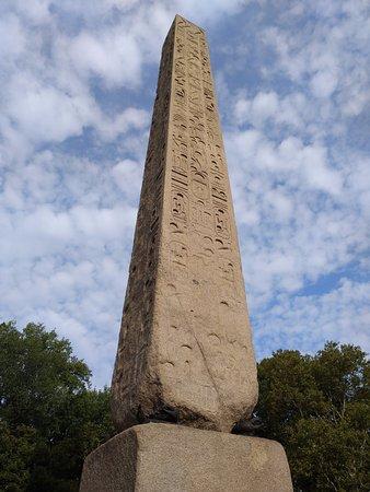 Cleopatra's Needle: Obelisco Egipcio.