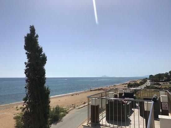 Regina Dell Acqua Resort: View of the beach from the pool area