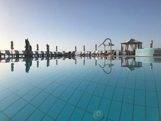 Regina Dell Acqua Resort: The pool is a perfect area to sunbathe