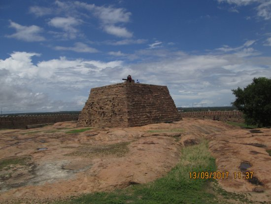 Thirumayam Fort: The Fort