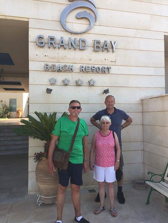 Grand Bay Beach Resort: Waiting for bus to Chania outside the main entrance to hotel.
