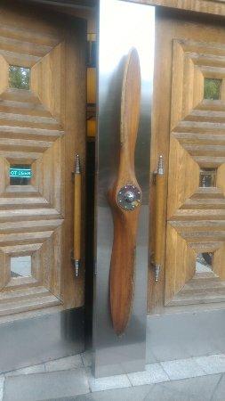 Музей Техники Вадима Задорожного: Дверь уже намекает, что будет круто!
