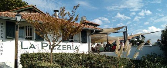 La Pizzeria de Bidart : Le coin de terrasse où nous avons mangé (pas beaucoup d'espace, mais une belle vue)
