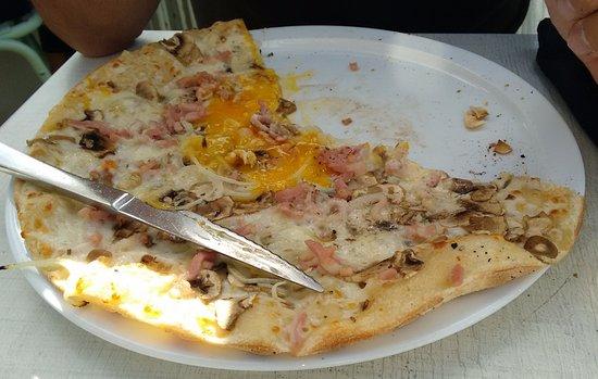 La Pizzeria de Bidart : pizza crème fraîche oignons lardons oeufs champignons 12.00
