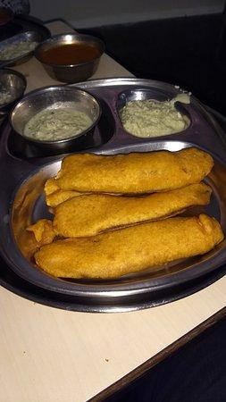 Ram Ashraya Restaurant: Amazing Raw Banana Bajjis