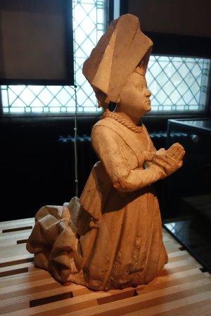 Musée de Cluny - Musée National du Moyen Âge : Escultura de mujer orando