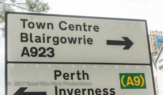 Blairgowrie VisitScotland iCentre: Entering town