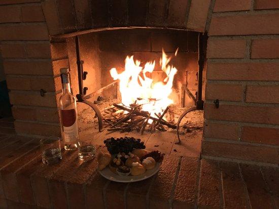 """Fattoria San Donato: Appartamento """"Il Circolo"""" - Camino accesso mentre fuori piove"""