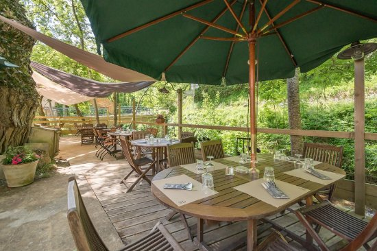 Ombleze, France: La terrasse du restaurant