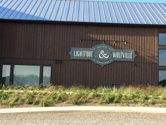 Wolfville, Kanada: Kudos to young Lightfoot Winery, the future of Nova Scotia wines!