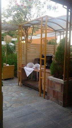 Orpheas Resort: Außengrill und -herd