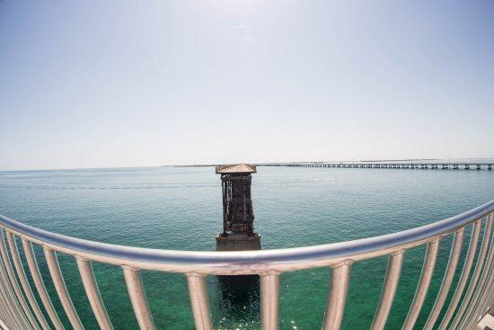 Bahia Honda State Park and Beach: панорамный вид с моста на другую часть моста