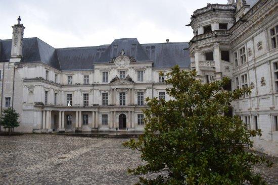 Blois, France: Aile françois 1er à droite et Aile Gaston d'Orléans en face