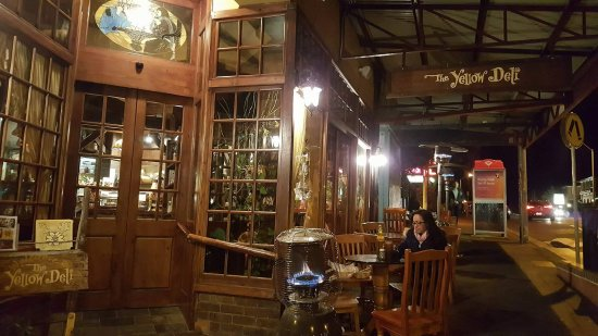 Yellow Deli: Restaurant from the outside