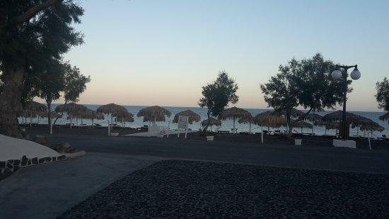 Atlantis Beach Villa: Beach across the road