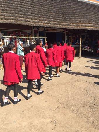 Lanseria, Südafrika: Alunni in visita alla struttura