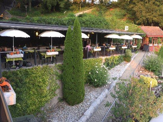 Bremgarten, Switzerland: Bijou's Garden Terrace