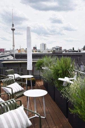 Dachterrassen Berlin dachterrasse mit blick auf den berliner fernsehturm picture of the