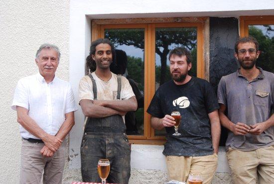 Pampelonne, Frankrike: M. le maire, le boulanger et les constructeurs qualifiés