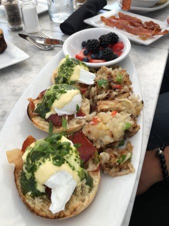 Dublin, OH: Eggs Benedict