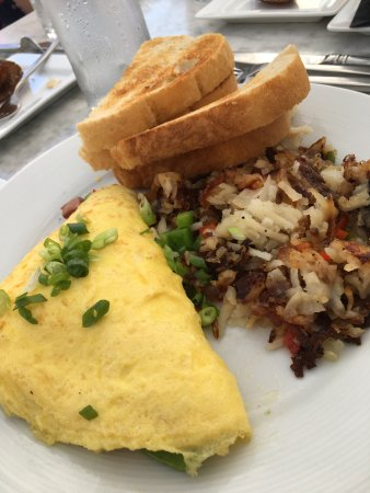 Dublin, OH: Omlette with hash browns