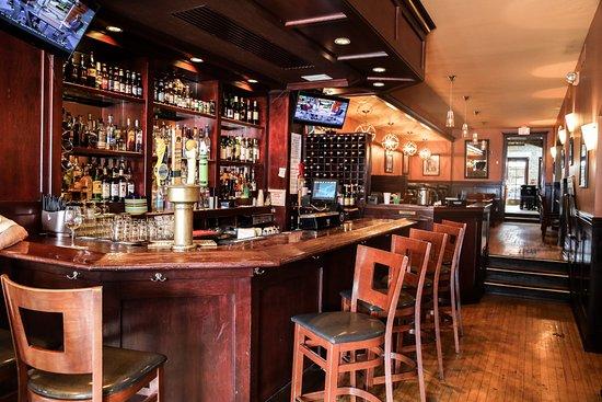 Covington, KY: Bar & Dining room #1