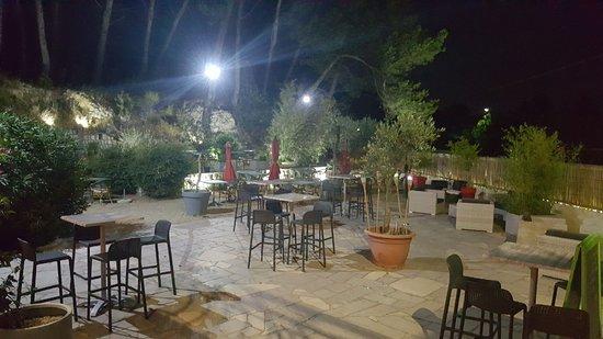 Noves, France: lou roucas de nuit