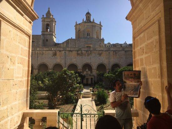 Attard, Malte : Mal at The Collegiate Church of St Paul, Rabat