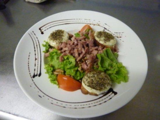 Noves, France: salade de chèvre chaud