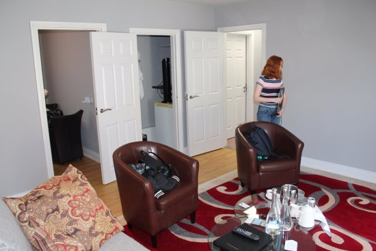 Brook Lane Hotel : Sitting Room in Family Suite