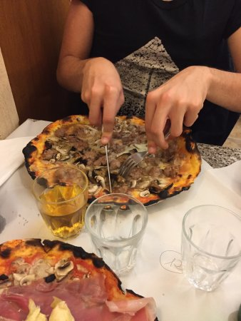 Pizzeria da Remo: funghi e salsiccia:i funghi sono un velo...