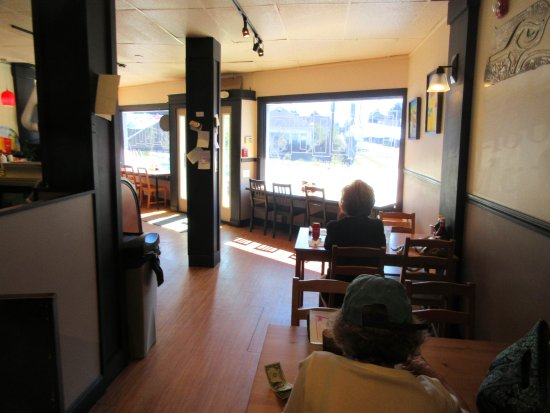 Lolly's cafe: interior dining room