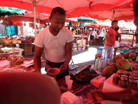 Сен-Поль, Остров Реюньон: Du jus de coco tout frais des noix ouvertes sur place